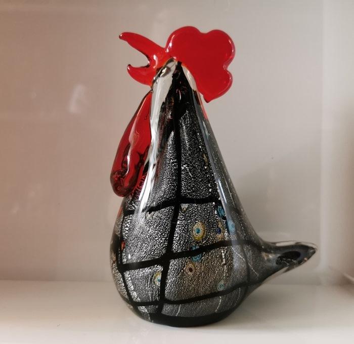 Glashane, sort m/rød kam, 16 cm, 800 g