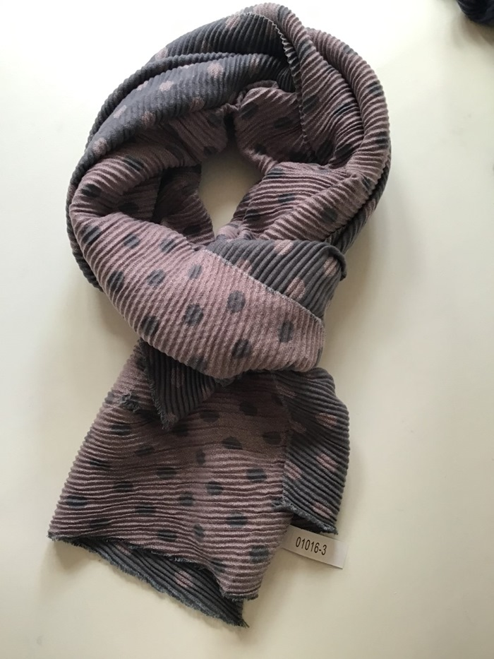 Tørklæde, tykt m/små prikker, Rosa/grå